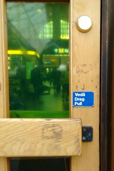Vedä/Drag/Pull sign